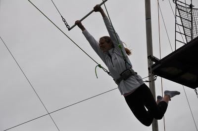 10milesbehindme_trapeze2