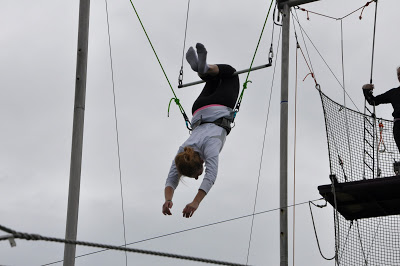 10milesbehindme_trapeze4