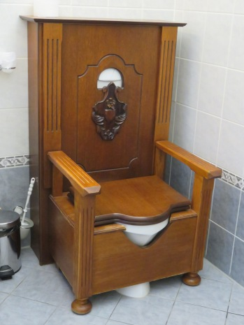 10milesbehindme_hotelruze_bathroom