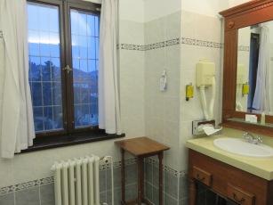 10milesbehindme_hotelruze_bathroom2