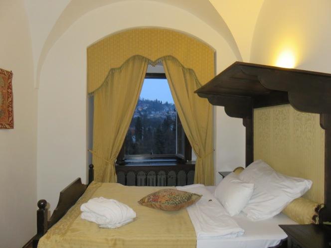 10milesbehindme_hotelruze_bedroom